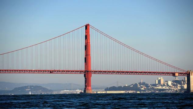 Lạ lùng nhỉ: Cầu Cổng Vàng nổi tiếng nước Mỹ lại có màu sơn... gần như là đỏ? - Ảnh 4.